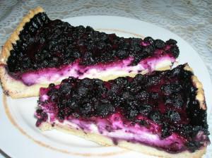 Пирог песочный с творогом и ягодами