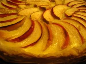 Пирог яблочный со сметанной заливкой