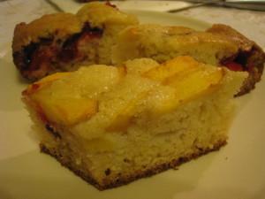 Нежный пирог со сливами